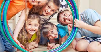 Kinder und Geraete